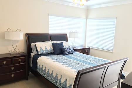 Private entrance room by Beach-Shopping-Nightlife - Fort Lauderdale - Haus