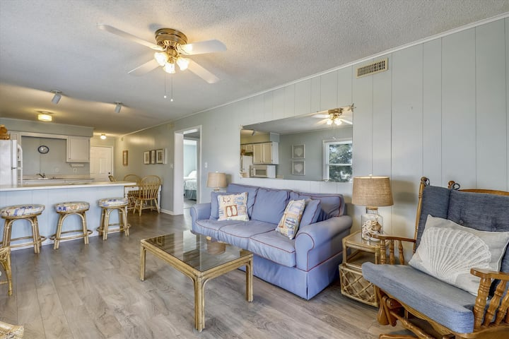 Spacious bayside condo in mid-town with water view