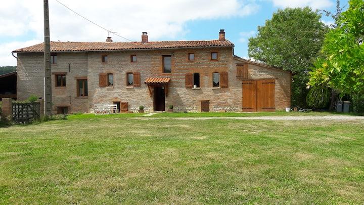 Chambre avec 2 lits simples dans ferme Lauragaise