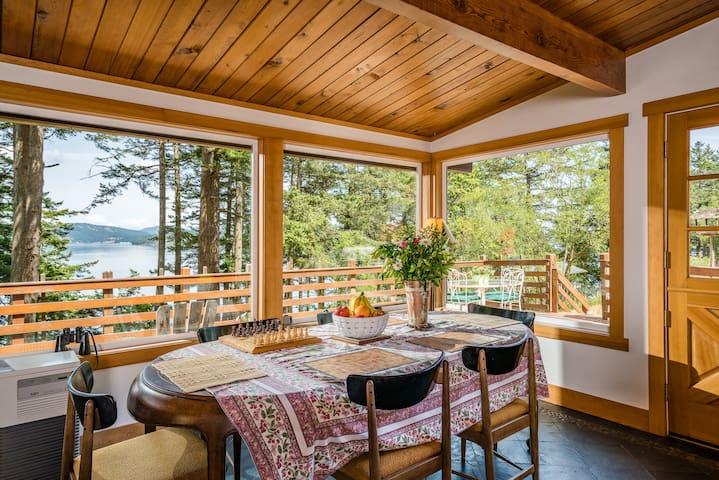 Enjoy spring and the fresh air Sunrise Cliff House