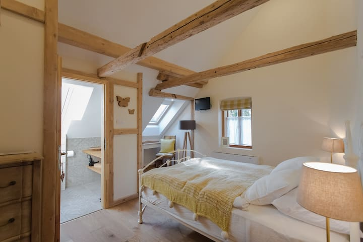 BUTTERFLY LODGE BOUTIQUE B&B - ROOM 4 BOHINJKA