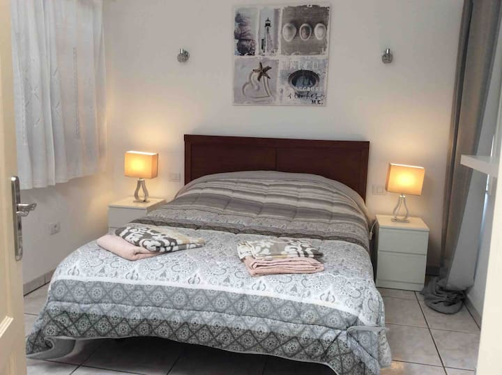 Modern,Newly Renovated -Villa Delfin- 2 bed Apt