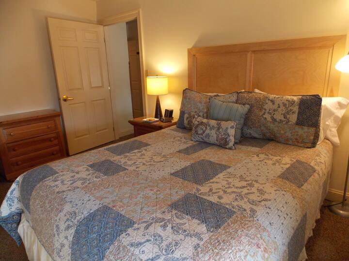 Keystone Hotel Suite - James Gettys Hotel