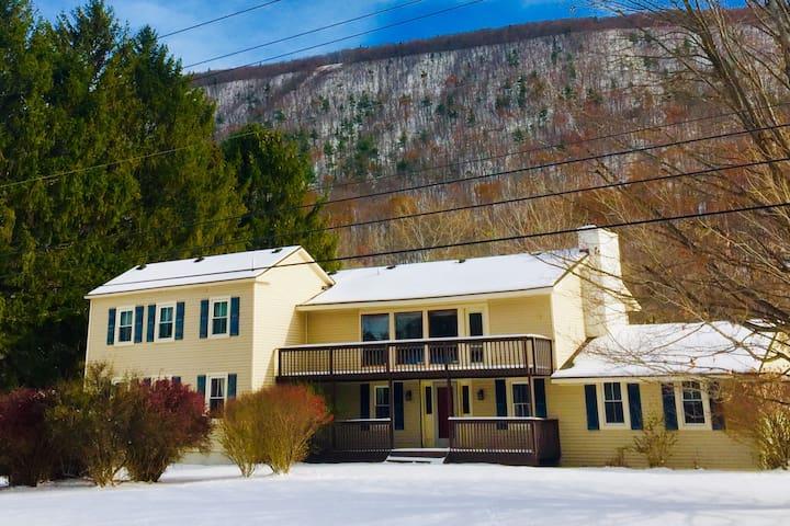Beautiful Mountainside Lodge- Bristol Mountain, NY