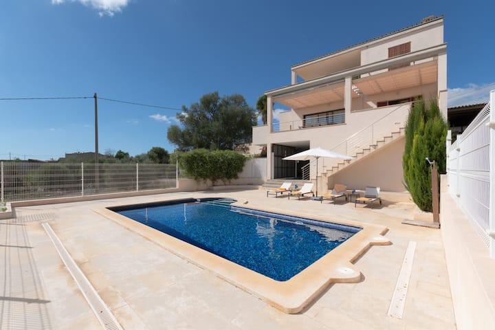 Villa Es Sequer: Modern villa with clear views