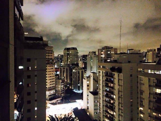 Quarto com cama de solteiro, Vila Nova Conceição