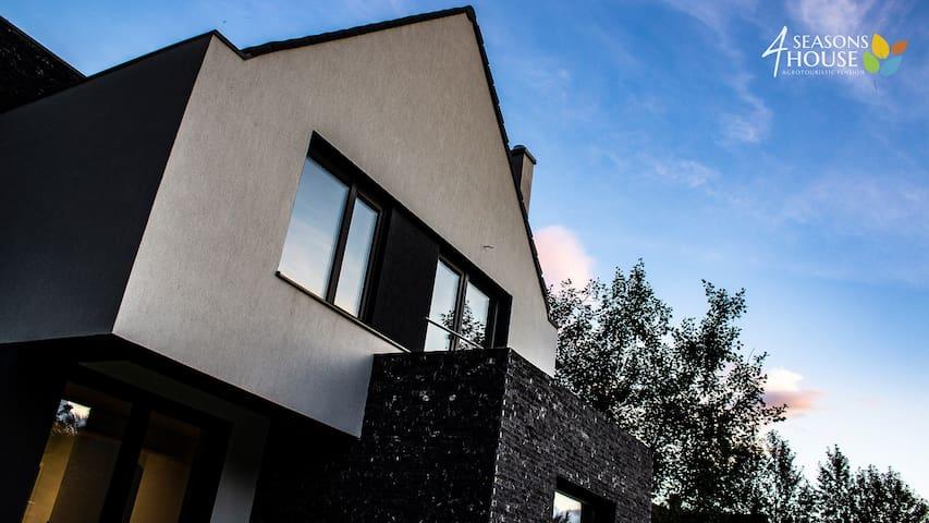 4 Seasons - House