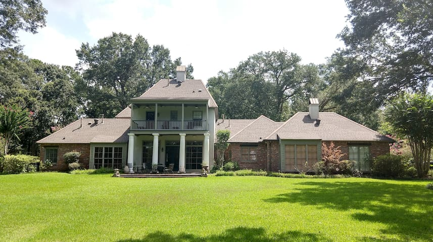 Four Acre Estate off Highland Road