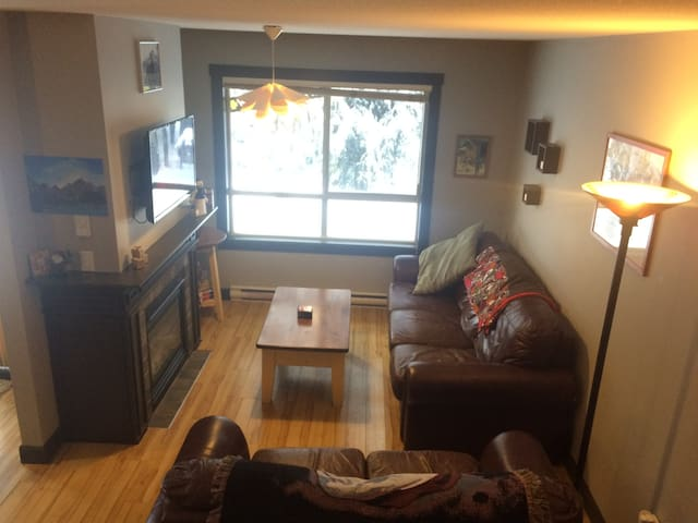 Ski-In/Ski-Out. Townhouse. Perfect for Families!!
