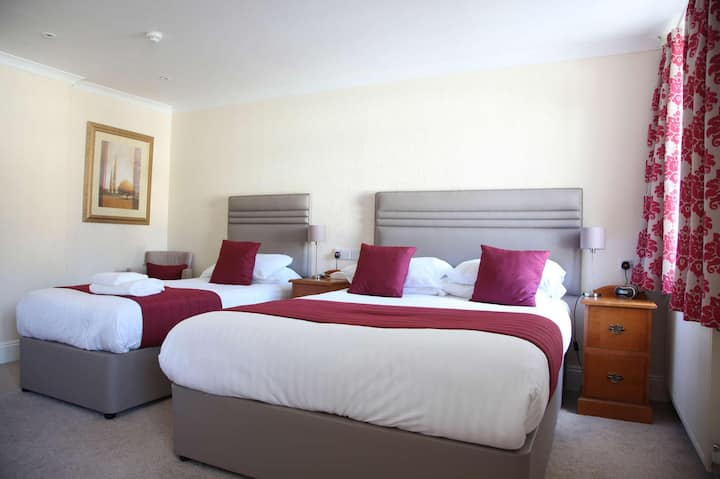 Essential and Business Travel Only: Comfy Triple With Double Bed At Cornwall