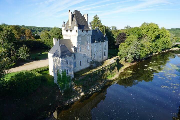 """Castle """"de la tour"""" room """"Menou"""""""