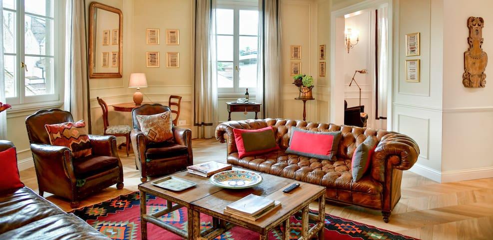 Lion Nero Luxury Apartment