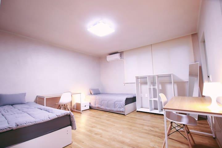 10min to subway/Dongdaemung-gu/big twin room