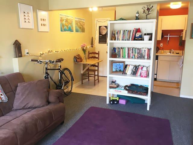 1-Bed+ in Heart of Buckman! - Portland - Apartment
