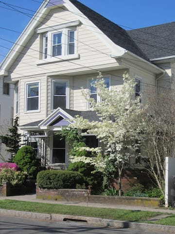 Middletown CT: 2 Bdrm Walking Distance to Wesleyan