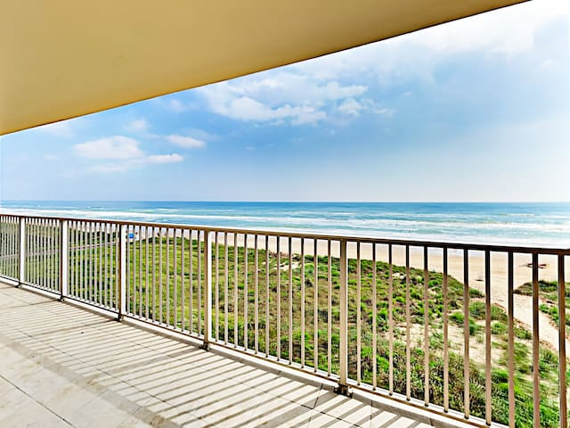 Beachfront Gem w/ Balcony & Pool!