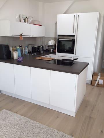 Zimmer im gemütlichen Dachgeschoss - Berlin - Apartment
