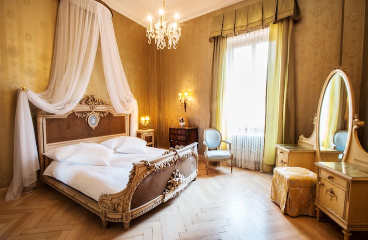 Belle Epoque Historic Double Room - Lugano - Bed & Breakfast