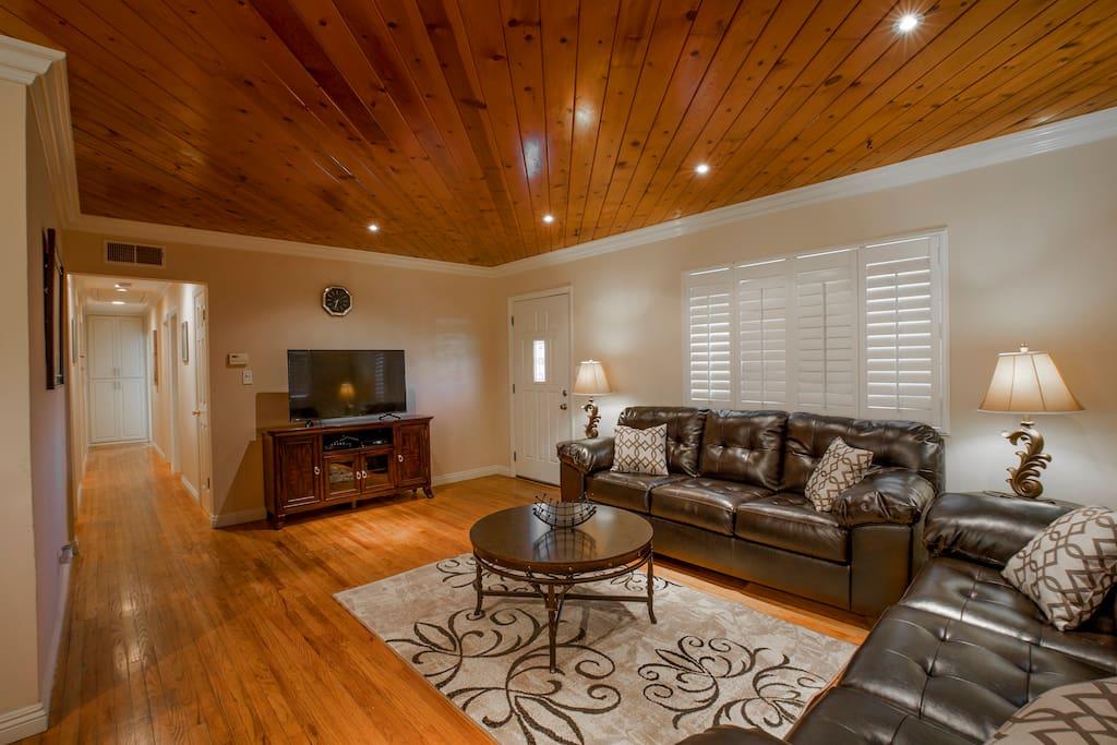 Big Room To Rent In Orange Grove