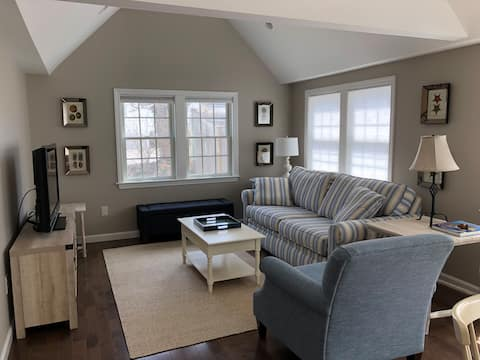 Cozy Apartment in Downtown Harwich Port