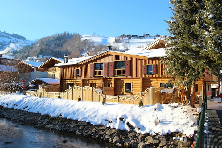 Spacious Chalet with Jacuzzi in Kaprun