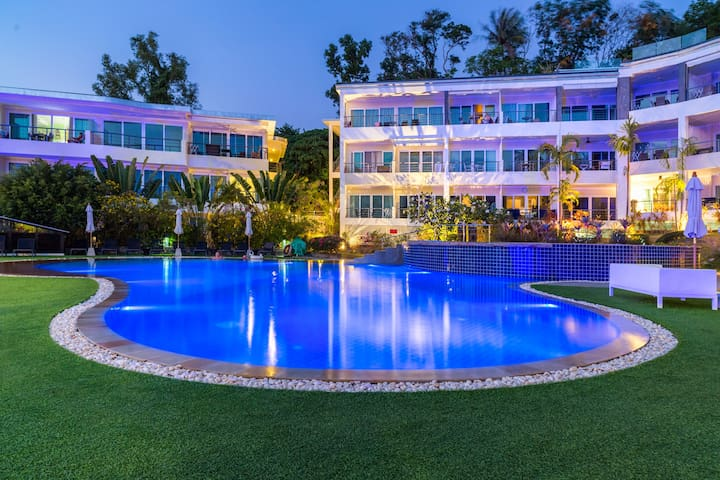 Pool & Partially Sea View Apartment @Karon – 650 m