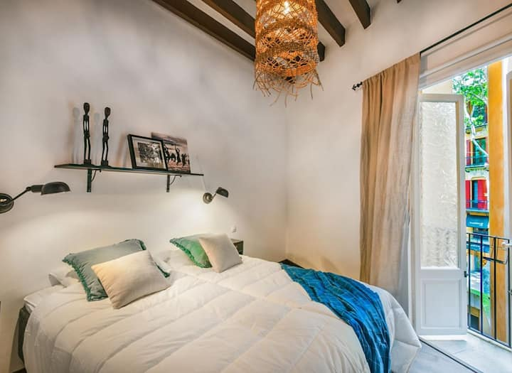 Private bedroom in the heart of the Old Town