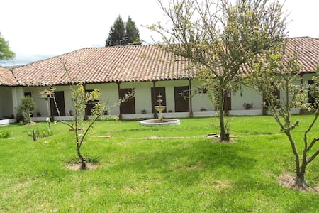 Double Room in a beautiful Colonial House - Sotaquira - Ev