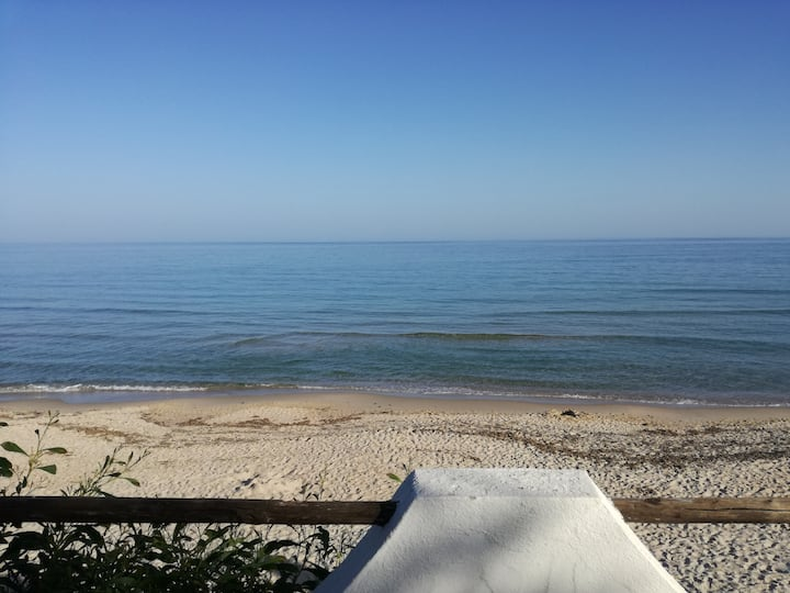 STUDIO FLAT IN SEA FRONT VILLA