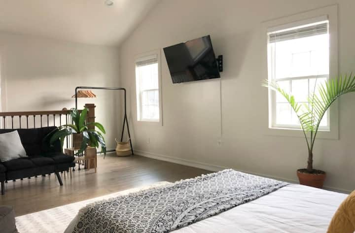 Private Downtown ATL Loft in Ormewood Park Home