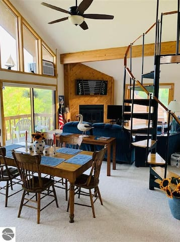Penthouse560 Steps from Schuss Mtn- Welcome Skiers