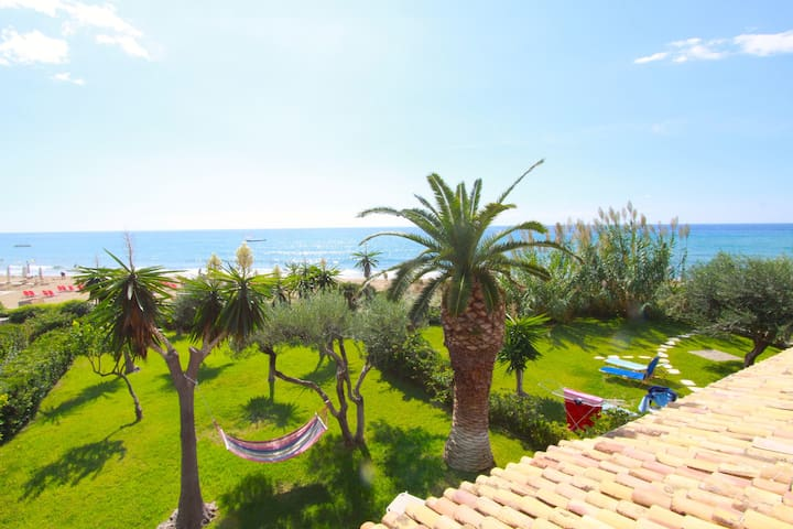 Glyfada Beachfront 2 Bedroom Apts - Corfu - Apartemen
