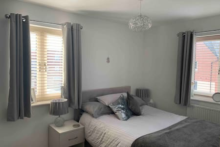 Large Double room (Monday to Friday only)