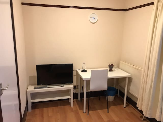 Apartment near Gatwick Airport