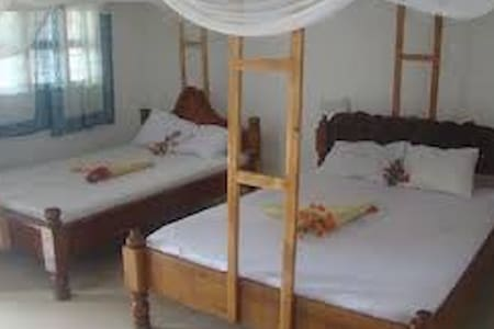 NUNGWI TABASAM BEACH 3 PEOPLE AIR COND ROOM&FOOD - Nungwi - Bed & Breakfast