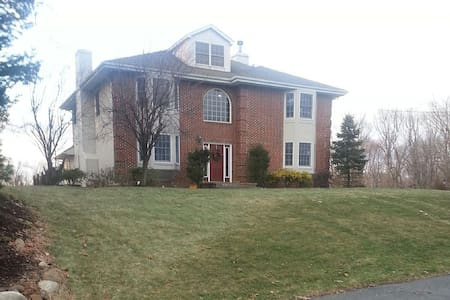Quiet location, close to NYC transportation - Roseland - Byt