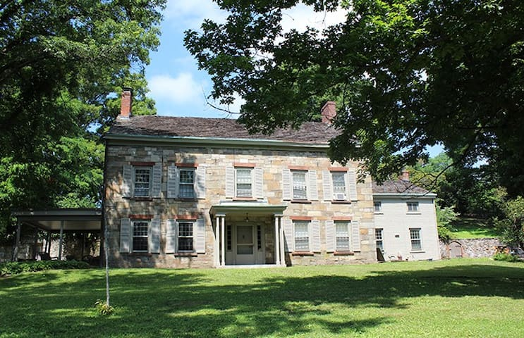 1832 Stone House on 30 acres - New Windsor