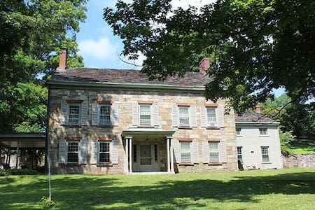 1832 Stone House on 30 acres - New Windsor - House
