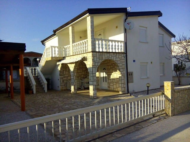 nice Apartment VIR with terrace and BBQ - Vir - Apartment