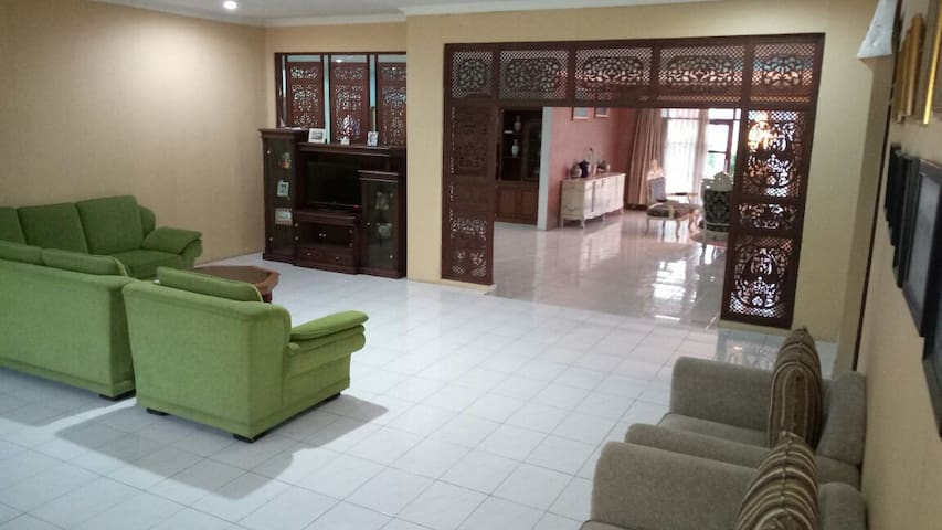Griya Cicukang Indah, Cozy & Roomy for Big Family