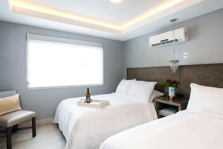 2 Full Size Beds (ocean side) - ฟอร์ตลอเดอร์เดล