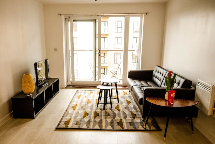 Modern 2 bed flat - great transport links - Belvedere - Apartment
