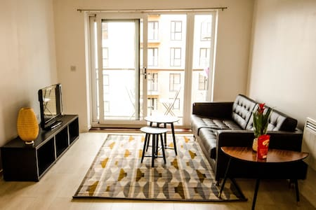 Modern 2 bed flat - great transport links - Belvedere - Departamento
