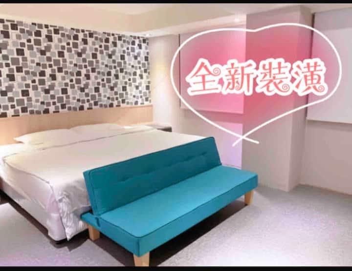 基隆巿區廟口旁2米1大床、可分床、有沙發床、全新裝潢、乾淨舒適!九份平溪野柳行程方便!