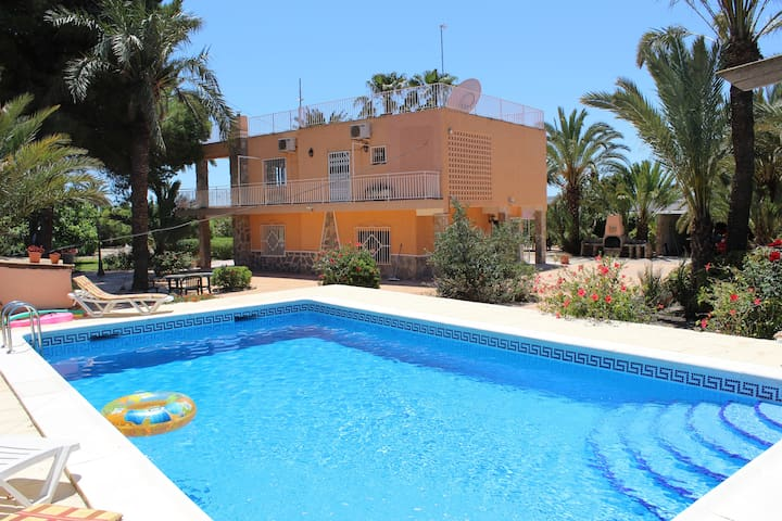 Glorious Simmons Raffo Villa with private pool - Alicante