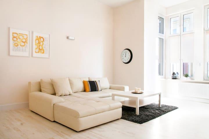 Przestronny apartament w stylowej kamienicy. - Bytom