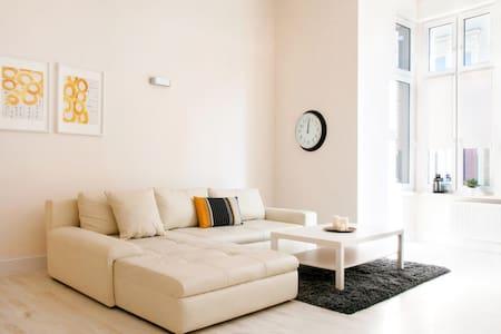 Przestronny apartament w stylowej kamienicy. - Bytom - Huoneisto