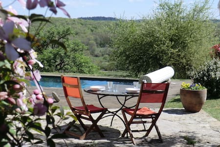 Cottage with panoramic views - Puyjourdes