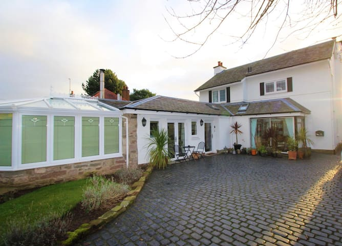 Stunning Detached Villa In Broughty Ferry