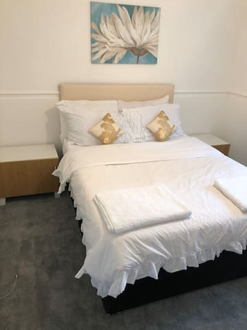 1 LOVELY DOUBLE ROOM IN A LUXURIOUS APARTMENT